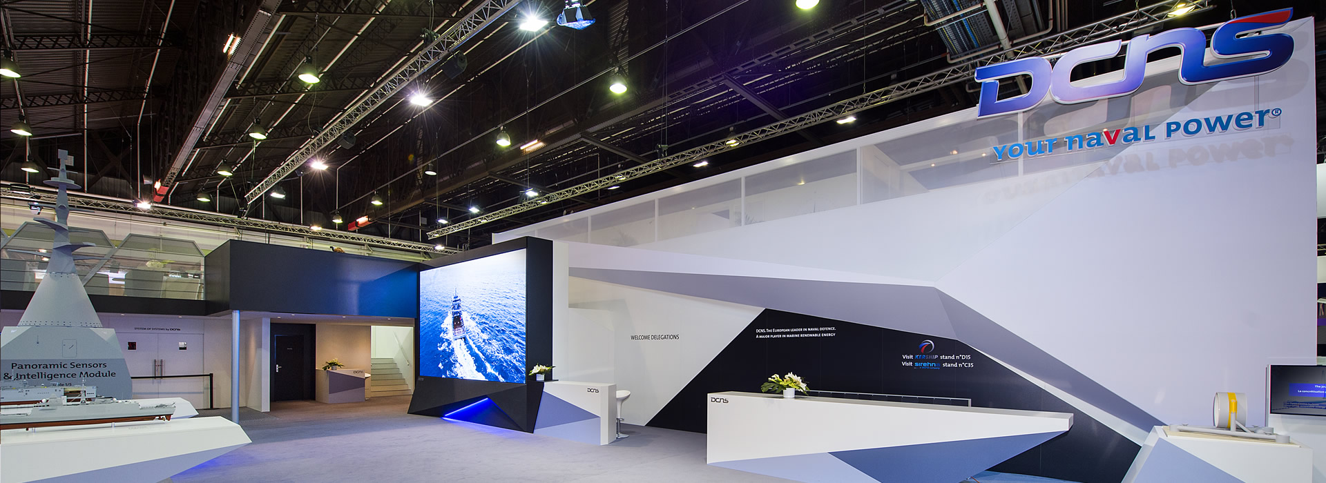 dcns-stand