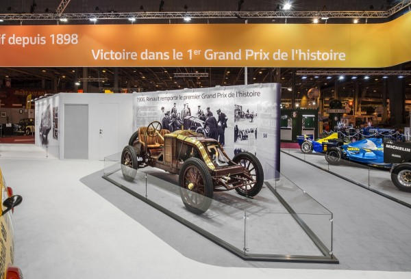 Stand_Renault_Retromobile_2016_Centthor-2
